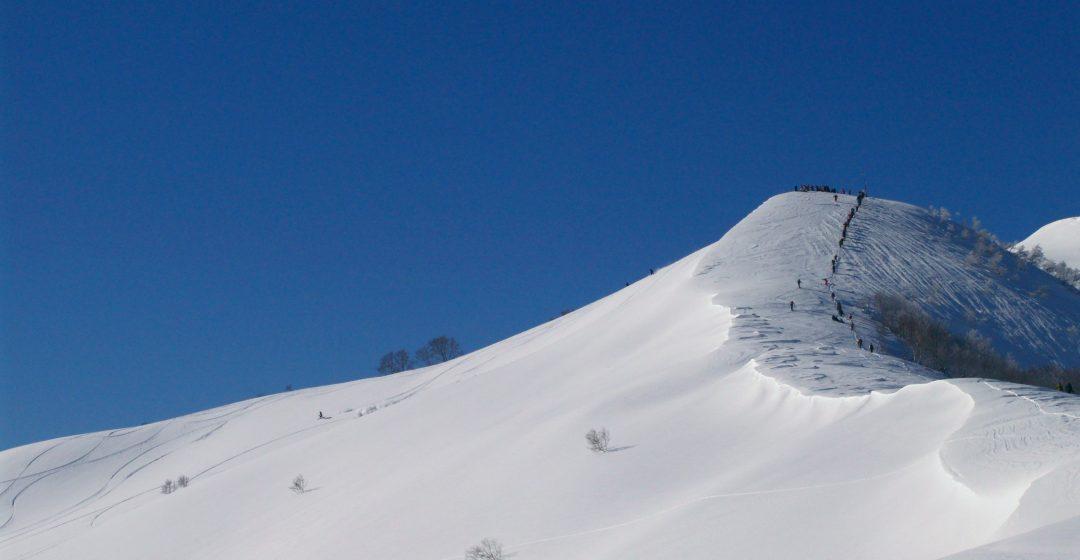 Mt._OhKenashi_of_ARAI_MOUNTAIN_^amp,_SPA_(大毛無山)_-_panoramio